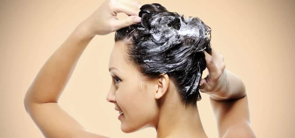 fréquence-de-lavage-des-cheveux