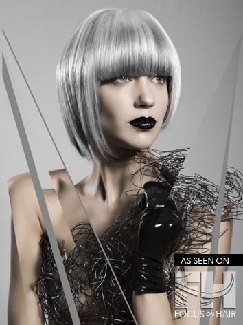 modèle femme cheveux blancs